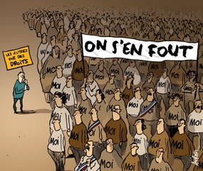 Un homme défile seul avec une pancarte sur laquelle est écrit : les autres ont des droits. La foule qui défile à coté porte une pancarte sur laquelle est inscrit : on s'en fout. Sur le tshirt de chaque individu dans la foule est inscrit : moi.